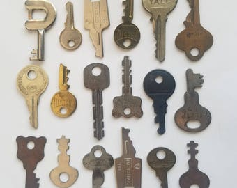 Vintage Small Keys / Instant Collection / 18 pieces