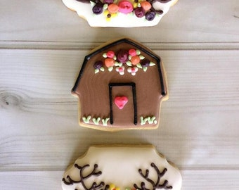 12 Rustic Barn and Antler Decorated Sugar Cookies