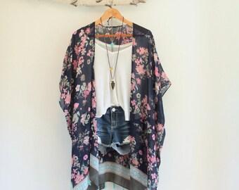 Long bohemian kimono * Japanese inspired * Flower pattern * Tassels *