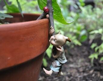 Garden Pixie Flower Pot Hugger