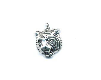 Charm tiger head with a silver patina ring