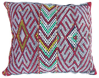 Lion Paw Berber Pillow With Greens