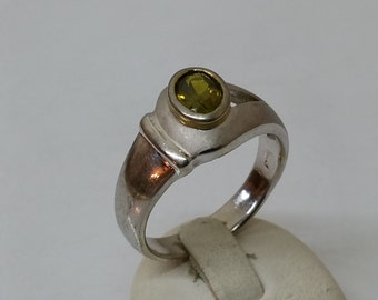 925 Silver ring with Peridot shiny satin size 20 mm, size 10.2 SR430