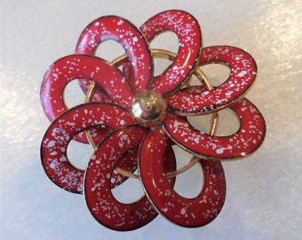 Vintage Red enamel and Gold Tone Beautiful Flower Brooch.