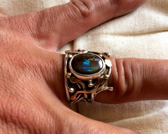 Ring opal from Australia, created in gold and sterling silver, size 57 (US 8)