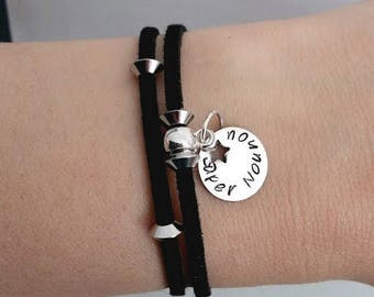 Black Suede adjustable bracelet and personalized round Medal: choose engraving (name, small phrase) + the cord color.