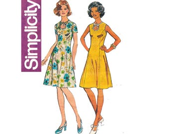 Simplicity 5678 Womens Princess Dress with Keyhole Neckline 70s vintage sewing Pattern Size 14 Bust 36 inches