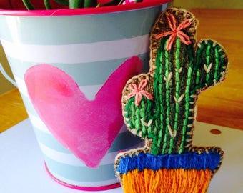 embroidery/pin cactus embroidery embroidery-embroidered-ara hand/cactus/brooch embroidery/embroidery/pin/pin/pins-embroidered brooch /