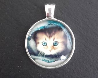 Basic silver pendant - kitten bottom jeans with glass cabochon
