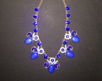 Ladies Beautiful Blue Vintage Pendant Necklace