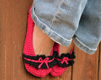 Bows and ruffle slippers, crochet slippers, womens slippers, pink slippers, booties,shoes,socks, fuchsia and black slippers, crochet fashion
