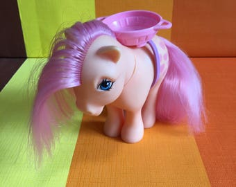 Vintage G1 My Little Pony Peachy Hasbro Made in Italy 1982 Orange Pink Hearts Pink Hair Basket on her Back