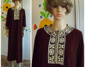 Womens Vintage Robe Brown Velour Caftan Size Large Gold Embroidered Collar and Cuffs 1980s Loungewear Sleepwear House Coat