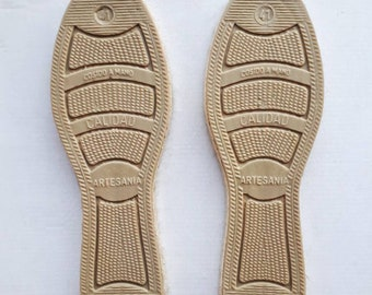Men espadrille soles made of jute with the base covered with vulcanized rubber, no difference in left and right foot