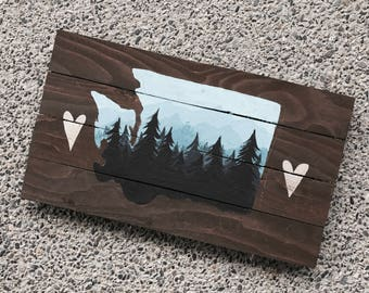 Wood Pallet Washington State Mountain Silhouette - Gold Hearts