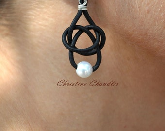 Leather and Pearl Earrings 1 Pearl Friendship Knot Black