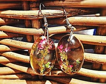 3D effect real flower earrings, Domed earrings with real flower inside, flower jewellery for nature lovers