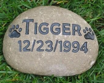 Dog Memorials, Cat Memorials. Pet Memorials, Personalized, Pet Memorial Stone, Grave Marker, Garden Stone, Gifts, Grave Marker 8-9 Inch