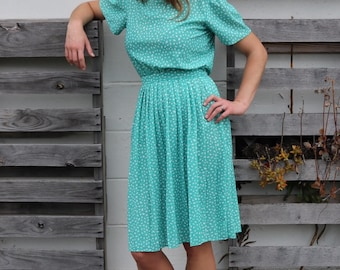 Light and Breezy 1970s Dress