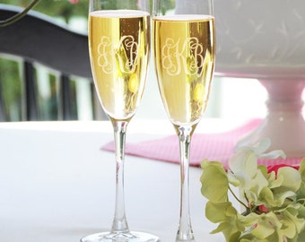 Personalized Wedding Flutes,   2 Toasting Flutes, Engraved Wedding Flute, Entwined Monogram Toasting Flutes,  Bride & Groom Champagne Flutes