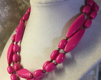 Simple Design Single Strand Deep Dark Pink Lucite Bead Necklace Unsigned 1960's 1970's Oval Elongated Beads Day Casual Wear Feminine Woman