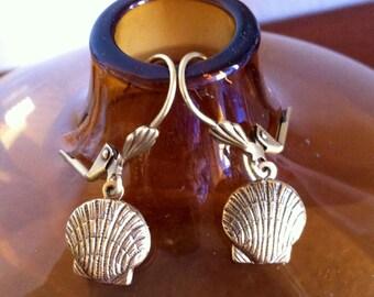 Delicate bronze tone shell earrings / pierced vintage style drop earrings / one inch long / art deco style