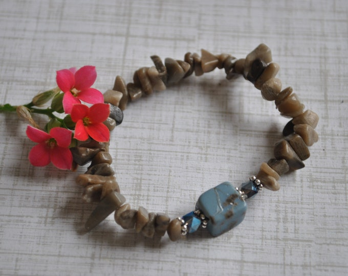 Petoskey Stone and Leland Blue stretch bracelet with Petoskey stone chips, crystals, sterling silver beads, Up North bracelet, Michigan