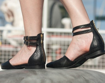 Black pointy flats // Closed toe sandals // Leather sandals // Ankle strap flats // Black flat sandals // Leather flats // Casual shoes