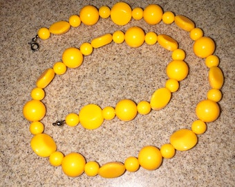 Vintage bright YELLOW beaded necklace