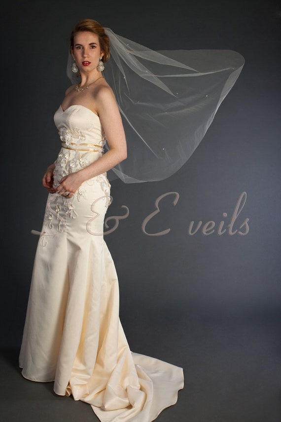 Wedding Veil with scattered pearls