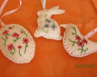 Set of three Easter decorations felt