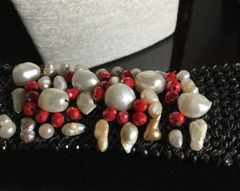 Lame handcrafted bracelet in river pearls and crystals/hand made bracelet