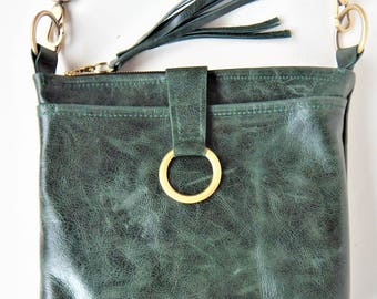 Forest green leather crossbody bag, emerald green, leather shoulder bag in vintage look leather.