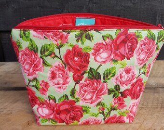 Green & Red Floral Retro Print Makeup Bag
