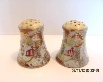 Antique Salt and Pepper Shakers, Handpainted with Gold, Japanese Scene