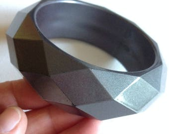 Bangle - Chunky funky grey faceted plastic lucite bangle