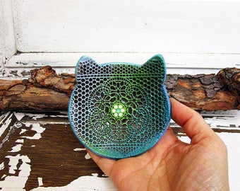 Handmade Cat Ring Holder Dish, Holiday Gift, Small Pottery Cat Shaped Bowl, Textured Ceramic Cat Ring Plate, Ready to Ship.
