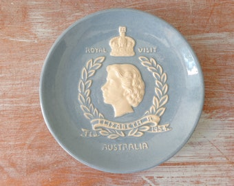 Dartmouth Pottery Hand Made Dish - Royal Visit 1954 Australia - The Queen