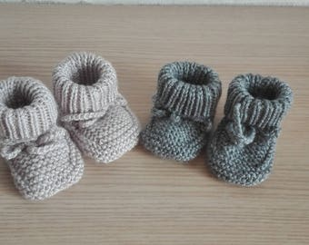 2paires baby booties size 0/3 months