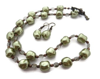 Green Necklace Set, Olive Green Necklace, Green Pearl Necklace, Sage Green Beaded Necklace, Chunky Glass Pearl Necklace, Light Green Earring