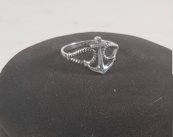 Vintage 925 Sterling Silver Anchor Ring with Cubic Zirconia Size 7