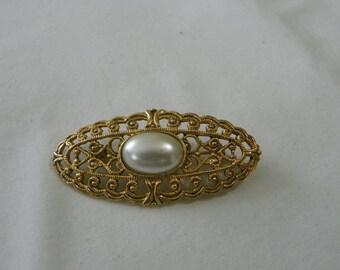 Gold tone faux pearl ladies brooch