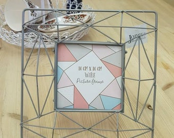 Geometric wire picture frame