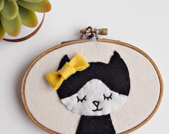 Cat Mom Gift. Mother's Day Gift. Cat Lover Gift. Crazy Cat Lady. Cat Wall Art. Kitty Wall Decor. Cute Kitty. Felt Embroidery Hoop Art