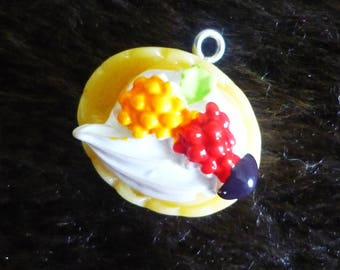 Pie charm with lemon meringue 20x20mm