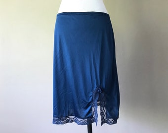 "M / 20"" Vintage Half Slip / Skirt / Navy Blue Nylon with Lace and Slit / Short Above the Knee Length / Medium / FREE USA Shipping"
