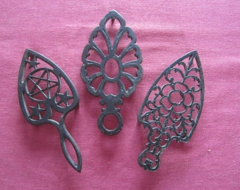 3 cast iron trivets,set of trivets,triangular shaped trivets,vintage trivets,metal art,ornate cast iron,vintage cast iron,cast iron design,