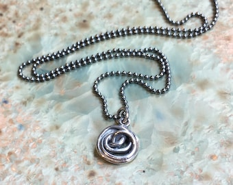 Small silver spiral necklace, Minimalist necklace, Layering Necklace, simple necklace, round wire wrap silver pendant - Petit N2082