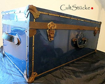 Grand Vintage Travel Suitcase cabin trunk, Canada