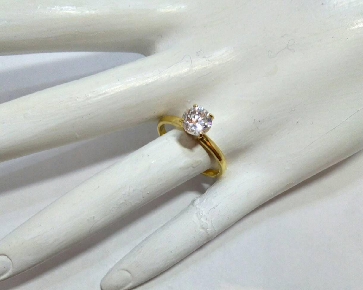 Perfect Vintage Solitaire Ring, Engagement Ring, Wedding Ring, 14KT HGE  GV13